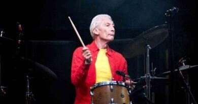 Charlie Watts, batería y corazón rítmico de los Rolling Stones, murió
