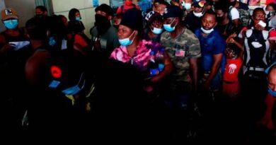 Centenares de haitianos parten hacia al norte de Colombia en ruta humanitaria