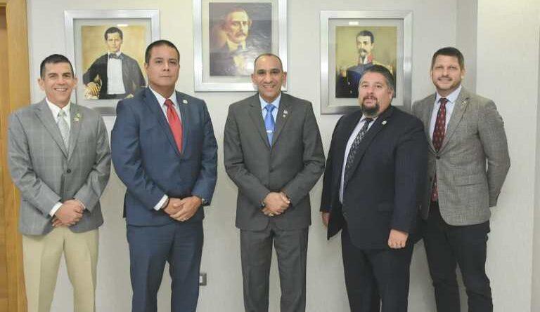Jefe regional y agentes de la DEA se reúnen con presidente de la DNCD