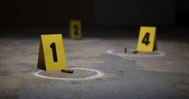 SDO: Asesinan pareja a balazos en estacionamiento de residencial